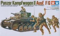 Panzer PzKpfw II SdKfz 121 with 5 figures in desert uniform