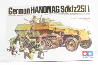 Hanomag Sd.Kfz. 251/1 halftrack with 5 figures - Pre-owned - Like new