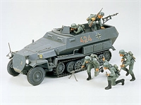 Hanomag Sd.Kfz. 251/1 halftrack with 5 figures