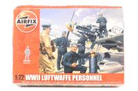 WWII Luftwaffe Personnel in various poses with equipment (48) - Pre-owned - two figures loose from spues - imperfect box
