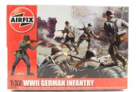 WWII German Infantry in assorted poses (x14) - Pre-owned - Like new