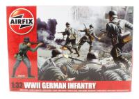 WWII German Infantry in assorted poses (x14)