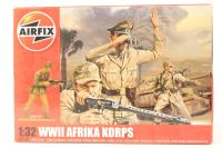 WWII Africa Korps in assorted poses (14). - Pre-owned - Like new