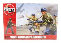 WWII German Paratroopers (Fallschirmjager) in assorted poses (14).
