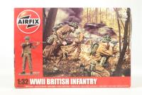 WWII British Infantry in assorted poses (14) - Pre-owned - sold as seen - Officer Has Paint On Hands and Face