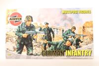 Multipose Figures German Infantry - Pre-owned - part of sprue loose but kit complete