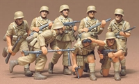 German Africa Corps DAK - 8 figures in desert uniform in various poses