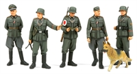 German Field Police set with 5 figures & a dog