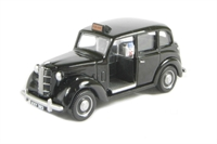 Austin FX3 London Taxi in black with chrome wheel trims