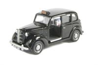 Austin FX3 London Taxi in black with chrome wheel trims